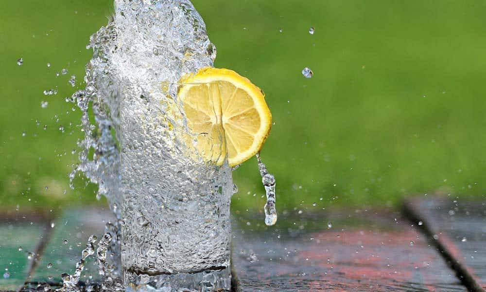 Hidratarea nu e un moft. Invata sa bei apa cu placere