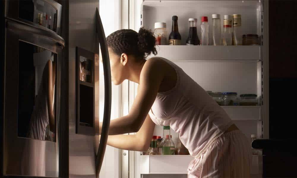 Obiceiuri alimentare nocturne care te ingrasa