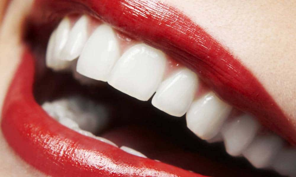 Pastreaza-ti zambetul impecabil. Sfaturi si trucuri pentru dinti mai stralucitori