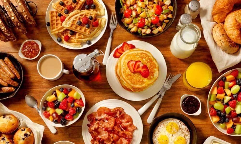 Idei de mic dejun dietetic pentru zile pline